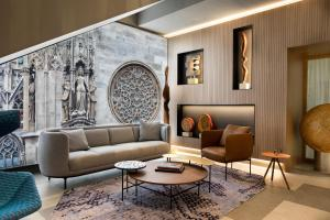 A seating area at Boutique Hotel am Stephansplatz