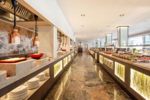 Restauracja lub miejsce do jedzenia w obiekcie Grupotel Parc Natural & Spa
