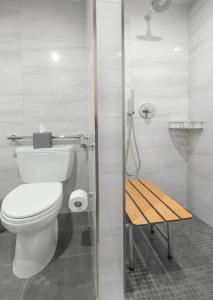 A bathroom at Artezen Hotel