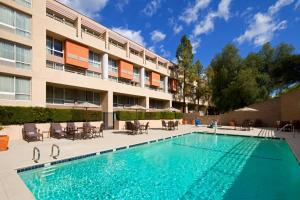 The swimming pool at or near Sheraton Agoura Hills Hotel