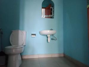 A bathroom at Embun Rinjani Homestay