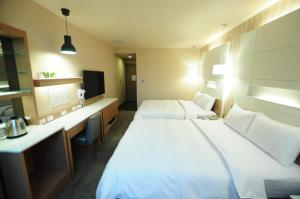 A bed or beds in a room at Kindness Hotel Hualien