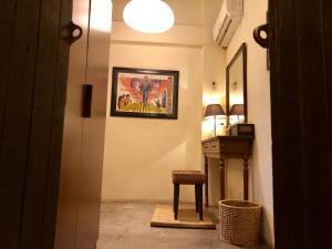 A seating area at Suneta Hostel Khaosan