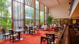 مطعم أو مكان آخر لتناول الطعام في فندق زينيث سوكومفيت