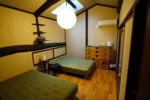 A bed or beds in a room at Honmachi Juku