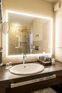 A bathroom at SETA Hotel