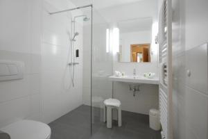 A bathroom at Parkhotel Bad Homburg