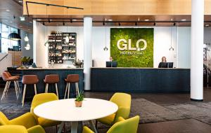 The lounge or bar area at GLO Hotel Sello