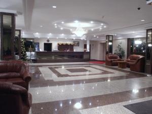 Hol lub recepcja w obiekcie Hotel Ambasador Chojny