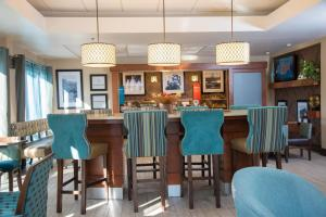 A restaurant or other place to eat at Hampton Inn Summersville