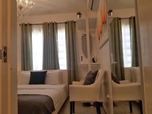 A seating area at Aibonito Hotel 207