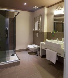 Ein Badezimmer in der Unterkunft Continental Hotel
