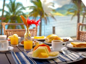 Breakfast options available to guests at Hotel Mercedes