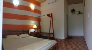 Giường trong phòng chung tại Catba full house