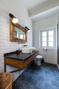 A bathroom at Au Vallon - doublon