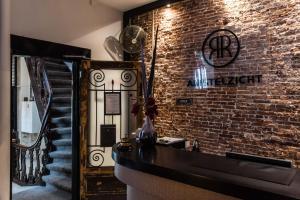De lobby of receptie bij Hotel Amstelzicht