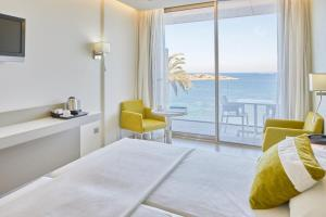 A bed or beds in a room at Hotel Torre del Mar - Ibiza