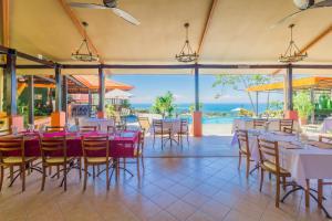 Un restaurante o sitio para comer en Vista Ballena
