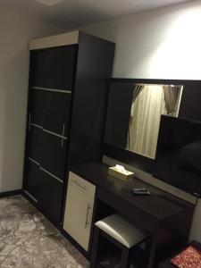 Uma TV ou centro de entretenimento em Hotel Zayara