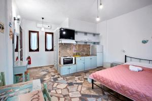 "A kitchen or kitchenette at New Aurora ""By Checkin''"