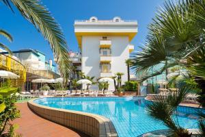 Bazén v ubytování Park Hotel Pineta nebo v jeho okolí