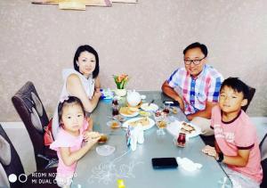 Família ficando em Qazax Hotel