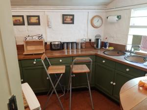 A kitchen or kitchenette at KEYFIELD TERRACE SERVICED APARTMENTS
