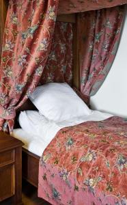 Łóżko lub łóżka w pokoju w obiekcie Zamek Golubski