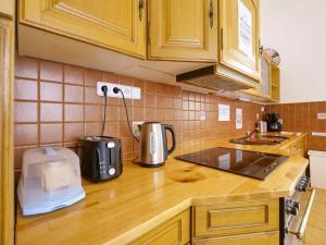 Кухня или мини-кухня в Capsule Hostel Prague