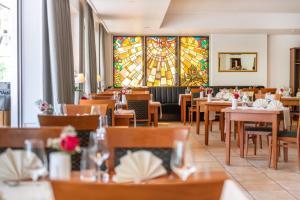 Een restaurant of ander eetgelegenheid bij Hotel Karl Müller