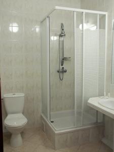 Łazienka w obiekcie Hotel Ambasador Chojny
