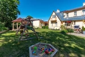 Ein Kinderspielbereich in der Unterkunft Villa Marienholm