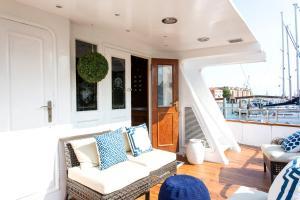 A balcony or terrace at Yacht Sarah Venezia