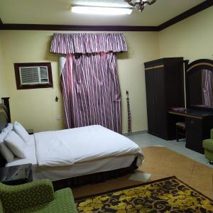 Cama ou camas em um quarto em قصر اليمامة للاجنحة الفندقية-فرع حجاب