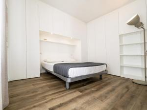 A bed or beds in a room at Gallery House