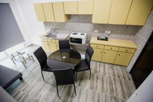 A kitchen or kitchenette at Twins Apartments