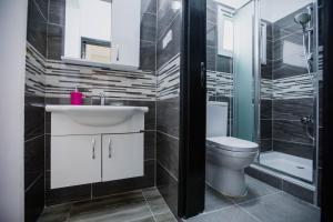 A bathroom at Twins Apartments