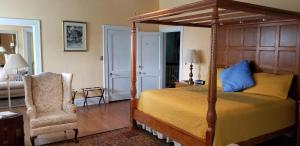 A bed or beds in a room at Morehead Manor Bed and Breakfast