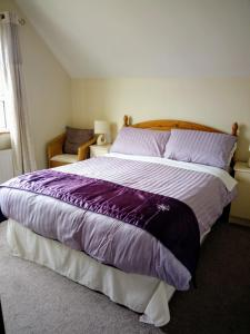 A bed or beds in a room at Rosearl B&B