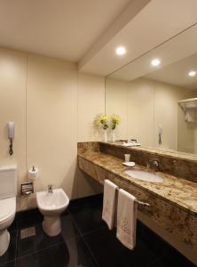 A bathroom at Windsor Copa Hotel