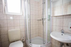 A bathroom at Hotel Geblergasse