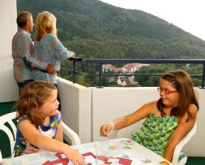 A family staying at Hotel Panoramic