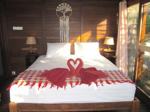A bed or beds in a room at Twin Island Villas & Dive Resort