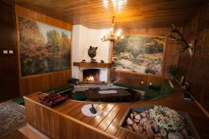 O bucătărie sau chicinetă la Kormos Residence