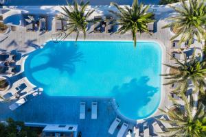 Vue sur la piscine de l'établissement Strogili Hotel - Adults Only ou sur une piscine à proximité