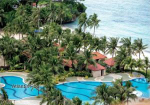 A view of the pool at Fairways and Bluewater Boracay or nearby