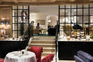 A restaurant or other place to eat at Relais Christine