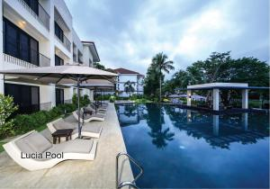 The swimming pool at or close to Fairways and Bluewater Boracay