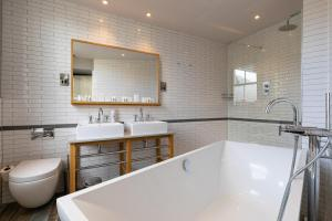 A bathroom at The Brook Green Hotel