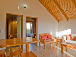 A seating area at Silverstreams Lodge and Cottage